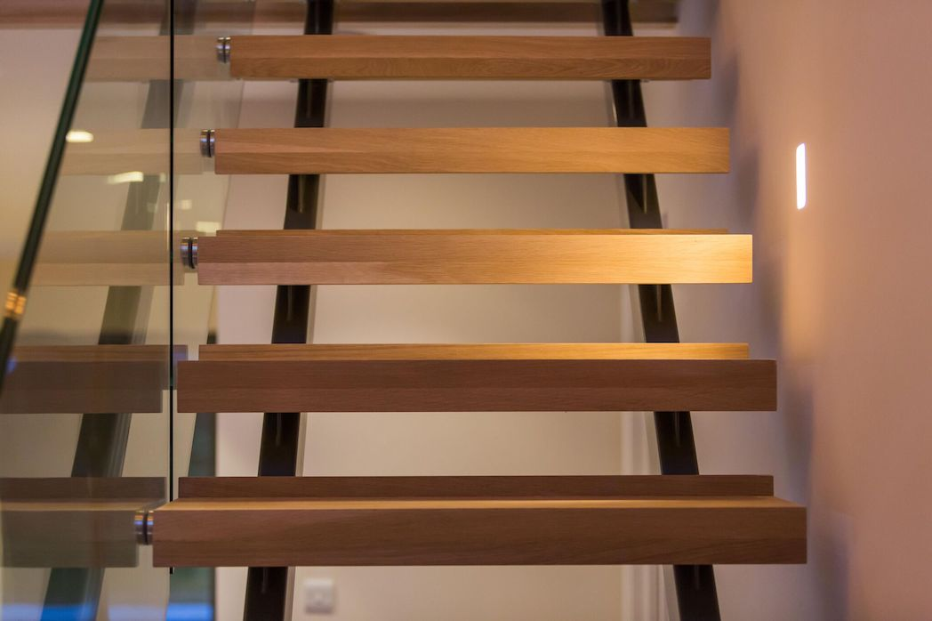 Standoff staircase balustrade, bannister